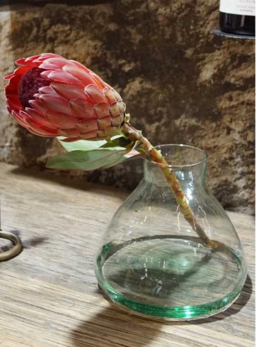 Vas i återvunnet glas